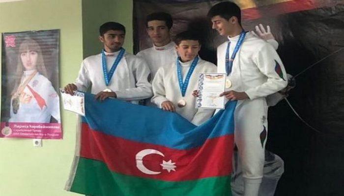 Как армянин поднял азербайджанский флаг в составе нашей команды.