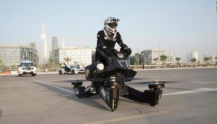 Dubay polisi uçan motosikllərə keçir
