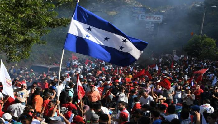 Hondurasda prezidentin istefasını tələb edən etiraz aksiyaları keçirilib