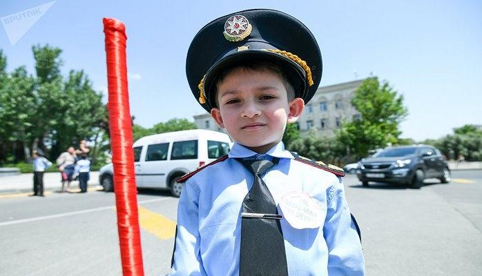 Маленькие инспекторы на дорогах Баку