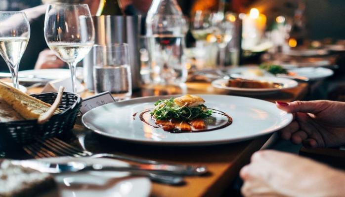 Ученые выяснили опасность позднего ужина
