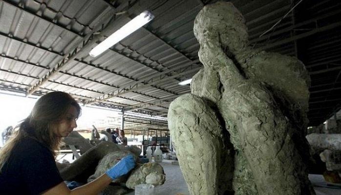 Археологи обнаружили тела жителей Помпеи под окаменевшей лавой Везувия