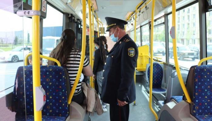 В Баку полиция начала рейды в отношении тех, кто не носит маски