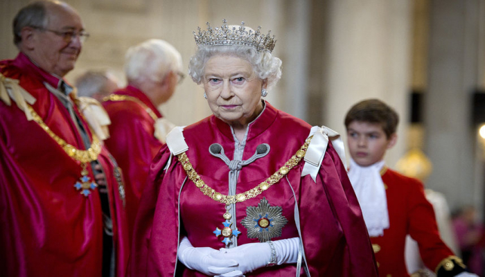 Britaniya kraliçası rokçulardan kasıb imiş