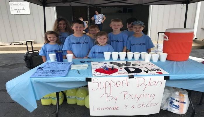 В США школьник продал лимонад на $6 тысяч, чтобы помочь больному брату