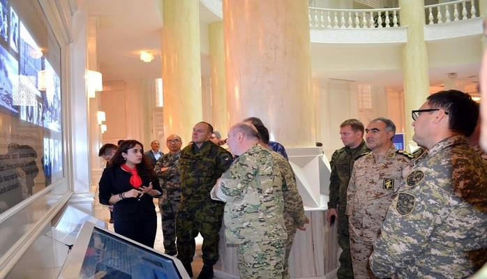 Военные атташе зарубежных стран в Азербайджане посетили воинскую часть