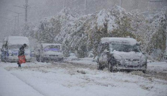 В Турецкой провинции отменены занятия по причине сильного снегопада