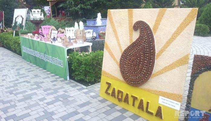 В Азербайджане проводится I Международный фестиваль фундука, орехов и каштана