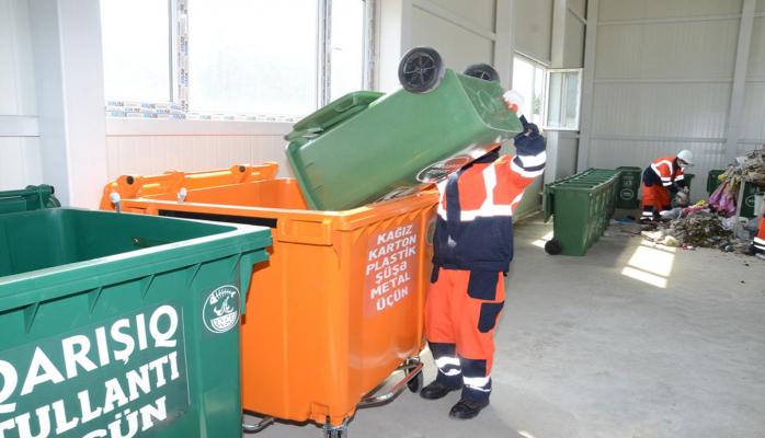 В Баку увеличивается число контейнеров для бытовых отходов