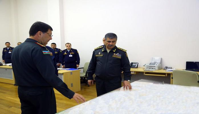 Министр обороны Азербайджана заслушал доклады в связи с началом оперативных учений