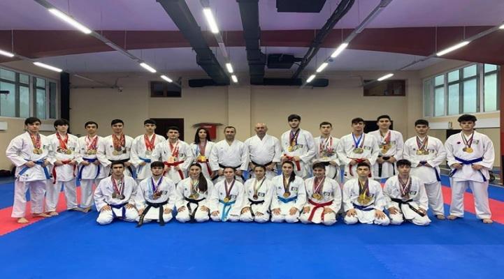 Азербайджанские каратисты взяли 10 медалей на турнире Гран при
