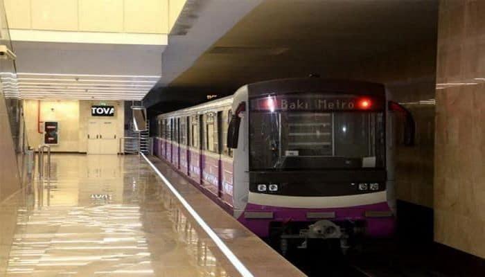 В движении поездов бакинского метро произошел сбой