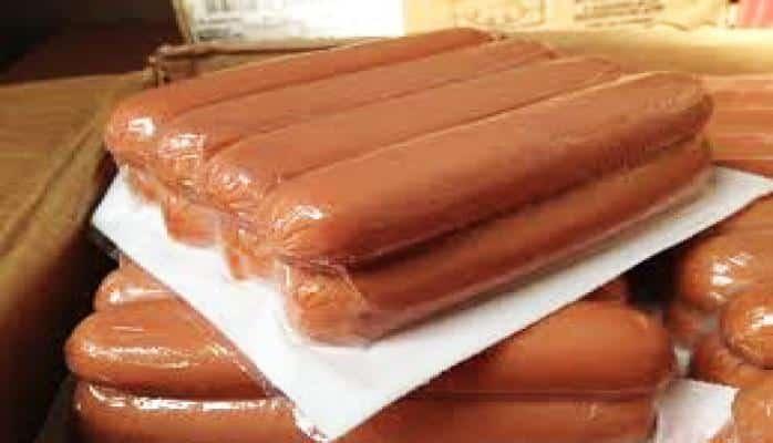 Агентство пищевой безопасности расследует информацию о червивых сосисках в одном из бакинских маркетов