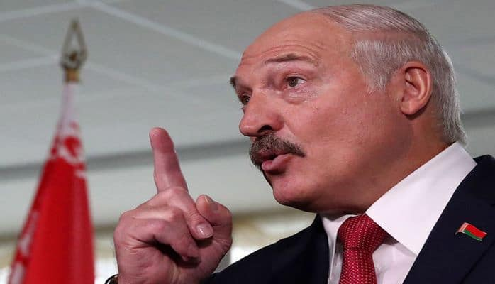 Lukaşenko uğur qazanmayan idmançılara ölkəyə qayıtmamağı məsləhət görüb