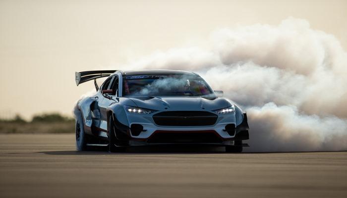 Ford представил безумный электромобиль с характеристиками гиперкара