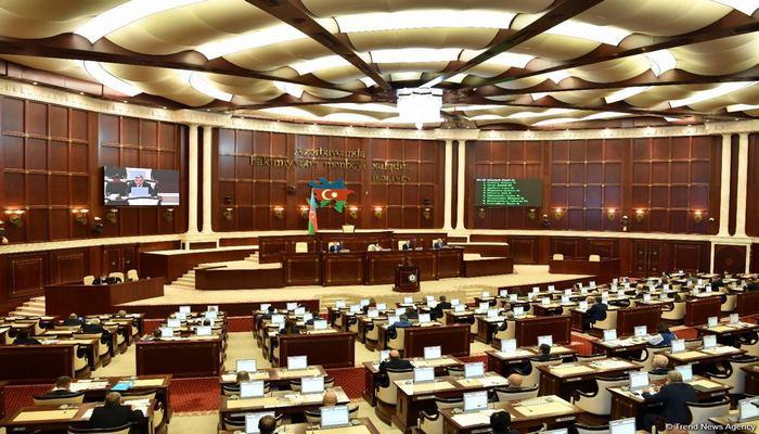 Глава парламентского комитета Азербайджана: Глобальная динамика распространения коронавируса требует от нас осторожности