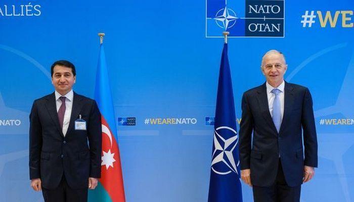 Hikmət Hacıyev NATO rəsmisilə görüşdü