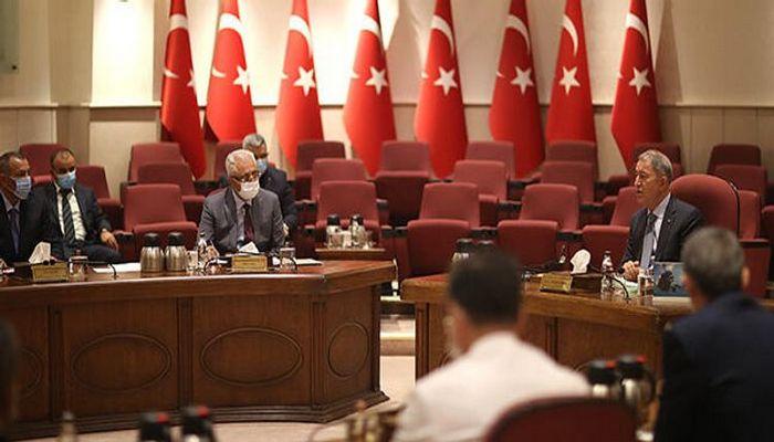 Hulusi Akar Azərbaycan Müdafiə nazirinin müavini ilə görüşüb