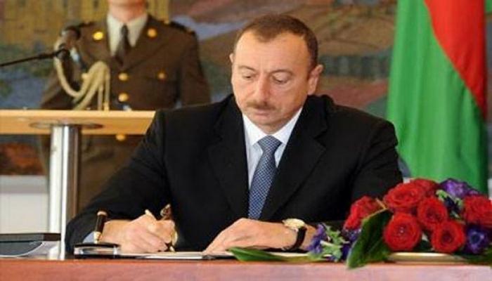 """İlham Əliyev bir qrup hərbçini """"Azərbaycan Bayrağı"""" ordeni ilə təltif edib"""