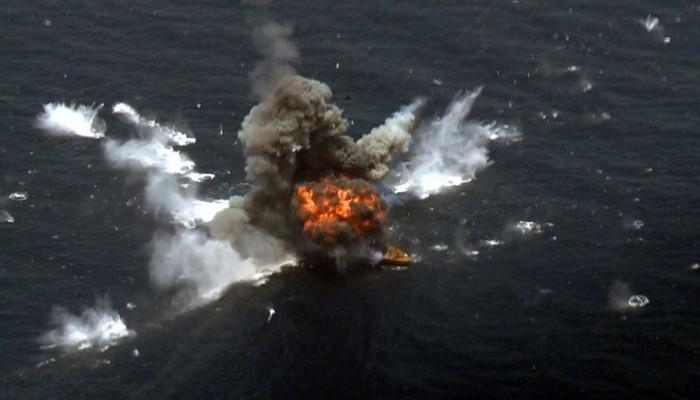 İsrail gəmisi İran tərəfindən raket atəşinə tutulub