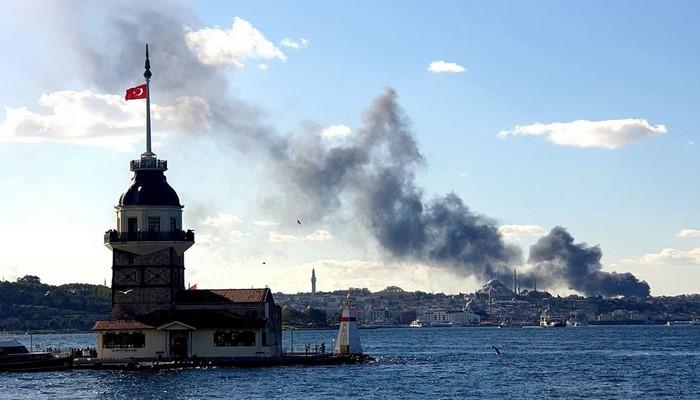 İstanbulda böyük xəstəxana yanır
