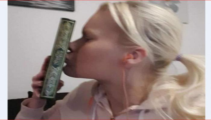 İsveçli qız Quranı öpməklə müsəlmanlarla həmrəyliyini nümayiş etdirdi
