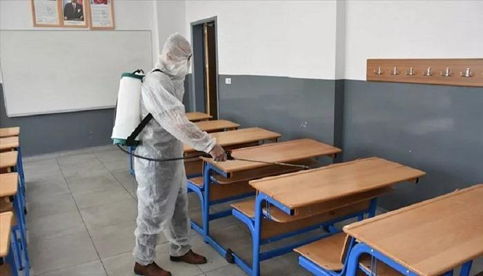 İzmir'de bir okul müdürü Kovid-19 çıktı ama okul kapatılmadı