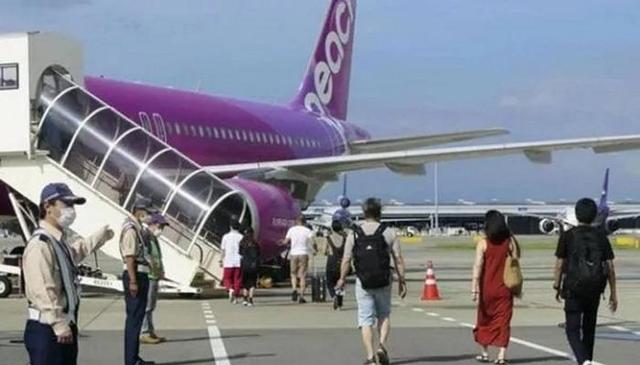 Japonya'da bir ilk yaşandı, yolcu maske takmayı reddedince uçak acil iniş yaptı