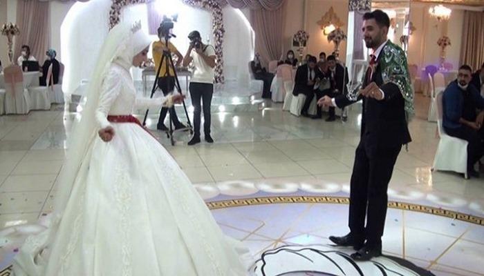 Koronavirüs duyarlılığıyla yapılan düğün örnek oldu
