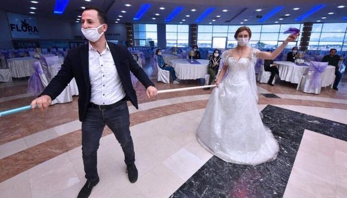 Koronavirüs testi pozitif çıkan hasta düğünde bulundu