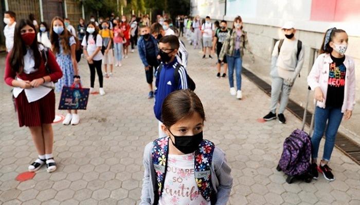 Kosova'da 7 ayın ardından öğrenciler yeniden ders başı yaptı