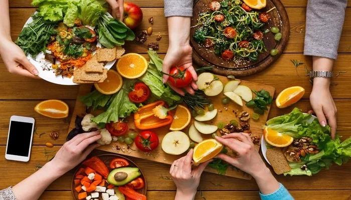 Kovid-19 döneminde vejetaryen ve vegan beslenmeden uzak durun