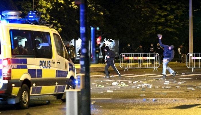 Kur'an-ı Kerim'in yakıldığı İsveç'te sokaklar karıştı!