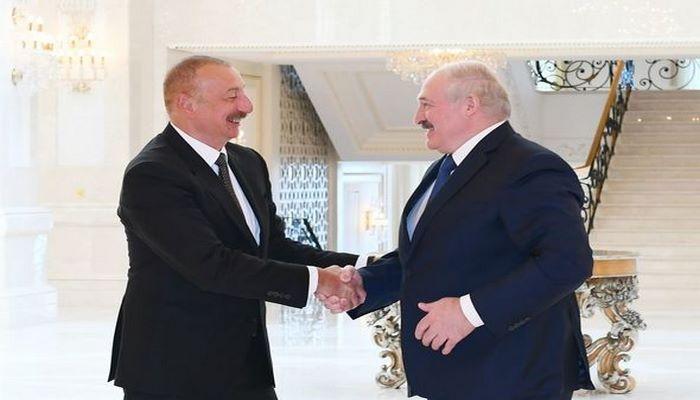 """Lukaşenko: """"Bizim münasibətlərimiz əladır və mən buna görə həmişə fəxr edirəm"""""""
