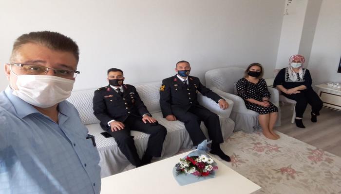 Manisa Dəmirçi mahalı jandarma idarəsi Ramazan bayramı münasibəti ilə vətən üçün canından keçən şəhid və qazi ailələrini ziyarət edib.