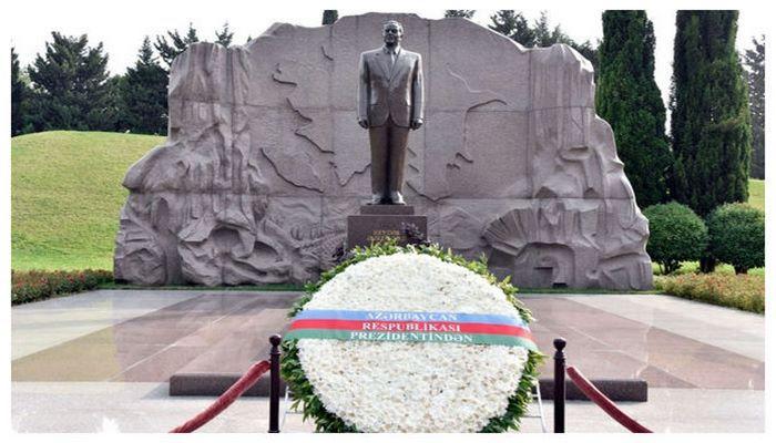 MDB ölkələrinin diplomatları Heydər Əliyevin məzarını ziyarət ediblər