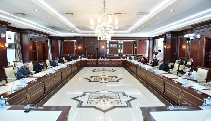 Милли Меджлис Азербайджана заслушал отчет парламентского комитета