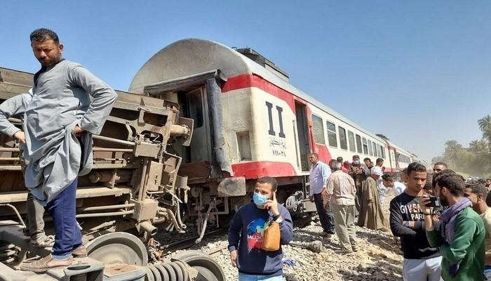Misirdə qatarların toqquşması zamanı yaralananların sayı 100 nəfəri ötüb, ölənlər var