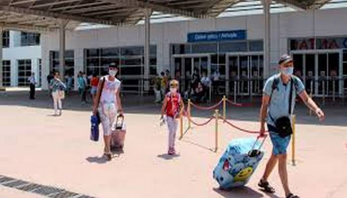 Moskova'daki Şeremetovo Havaalanı'ndan Türk sahillerine iki günde 9 bin kişi geldi