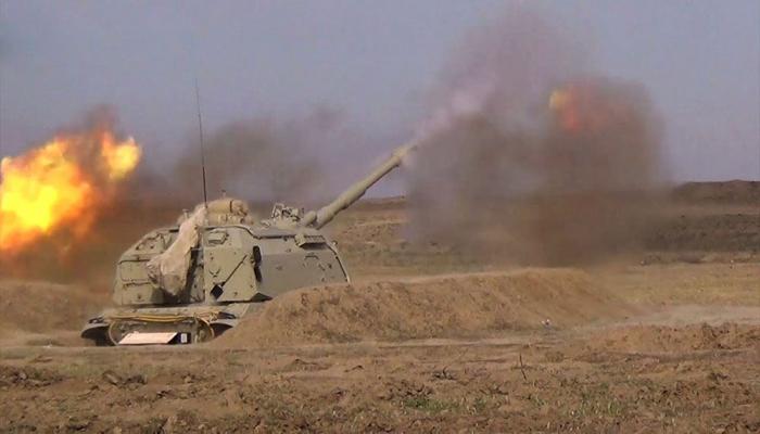 Ракетно-артиллерийские войска азербайджанской армии выполняют боевые стрельбы из самоходных гаубиц «Мста-С»