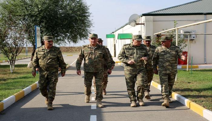 Генпрокурор и военный прокурор Азербайджана посетили воинские части в прифронтовой зоне