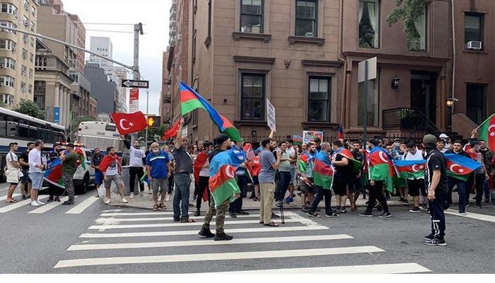 New York'ta, Ermenistan protestosu