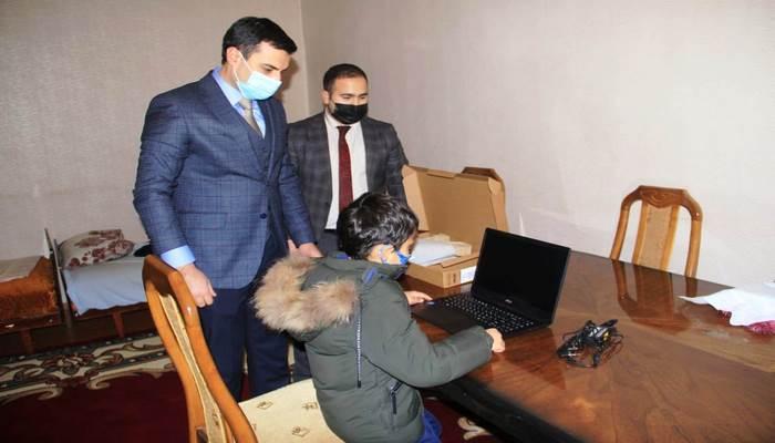 Niyazi Bayramovun tapşırığı ilə şəhid atasına əlil arabası, məktəbliyə isə kompüter təqdim edilib