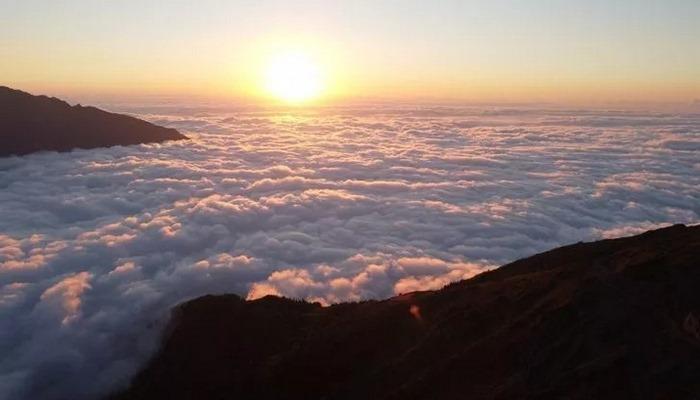 Nopapeni Yaylası'nın bulut denizi manzarası görenleri mest ediyor!