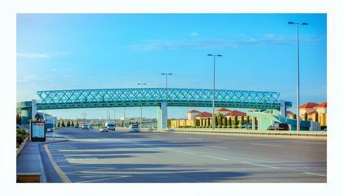 Новый надземный пешеходный переход в Баку признан опасным для инвалидов