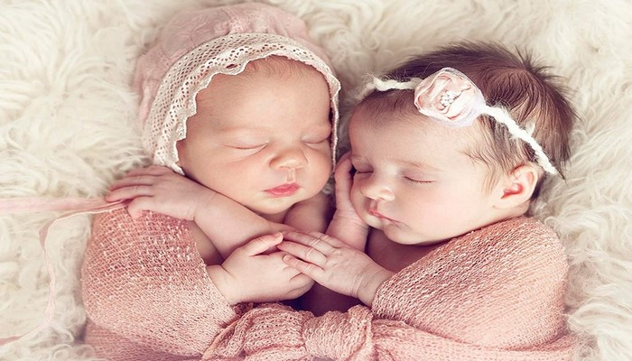 Обнародовано число родившихся в этом году в Азербайджане двойняшек и тройняшек