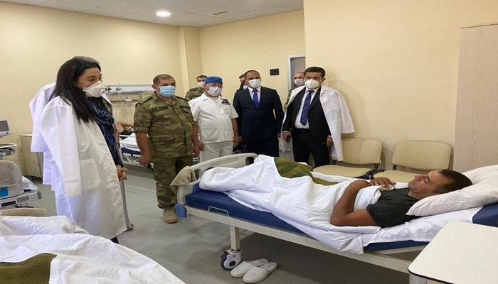 Омбудсмен Азербайджана посетила раненых военных