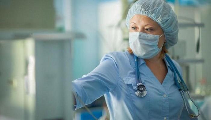 Онкологи назвали ранние симптомы рака, на которые люди не обращают внимания