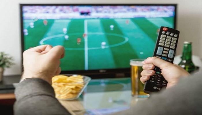 Перекусы перед телевизором опасны для здоровья