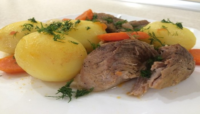 Почему не стоит есть мясо вместе с картофелем